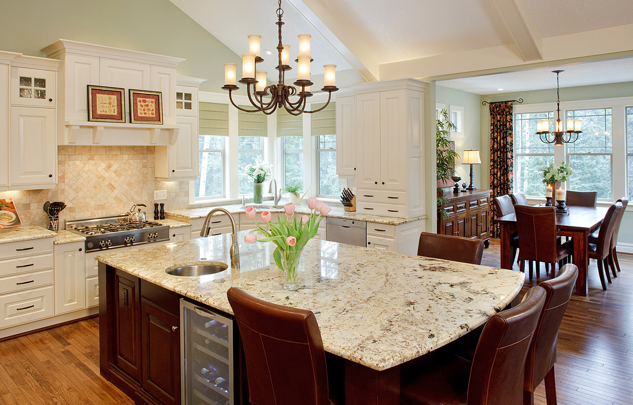Custom Kitchen Delivers Functionality and Entertainment for a ...