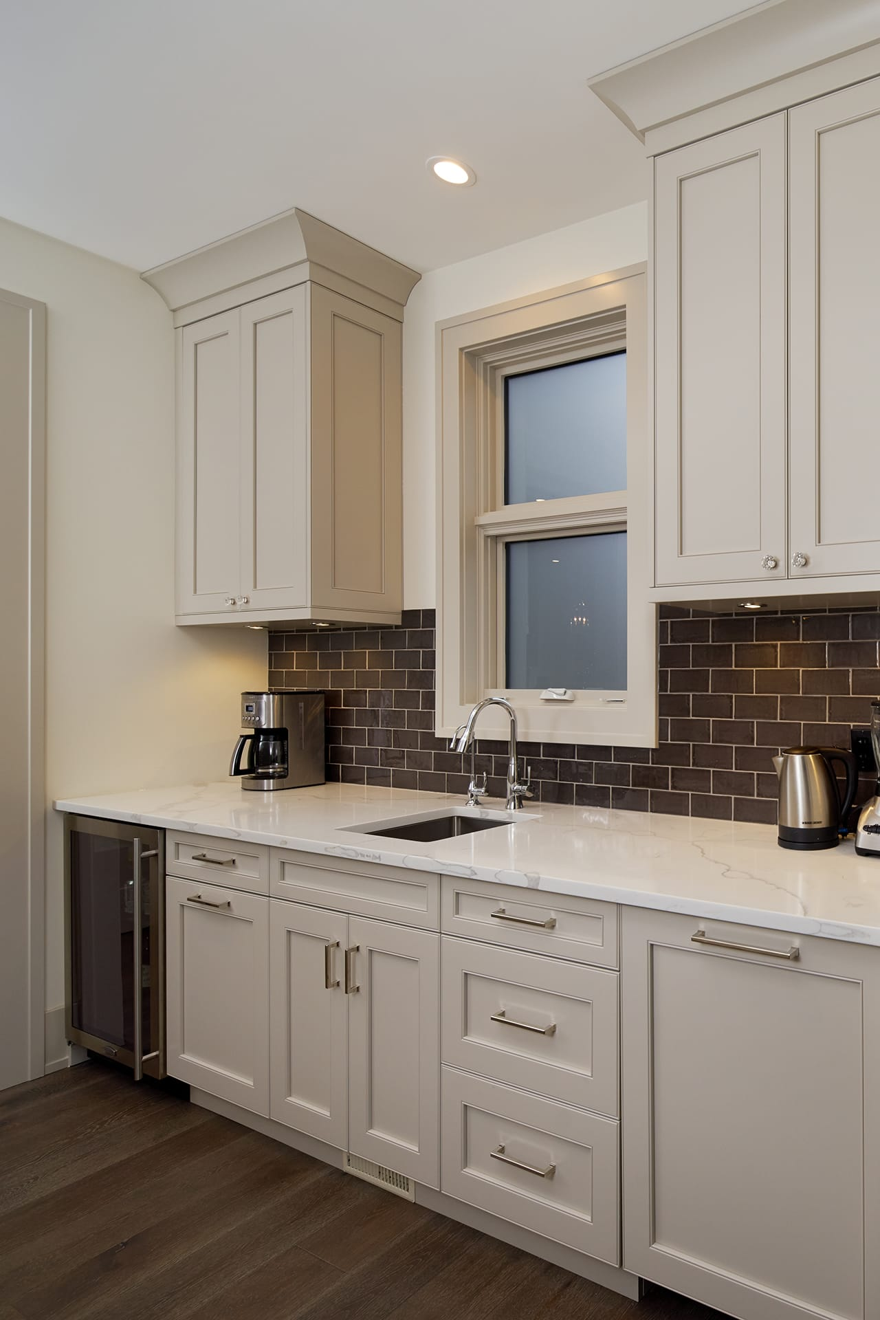 Warm Tow-Tone Transitional Kitchen