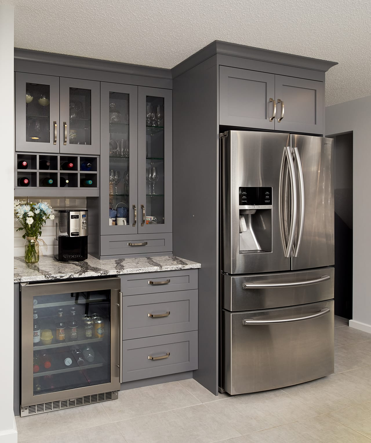 Design brief welcoming two tone transitional kitchen legacy kitchens news for Kitchen design brief example