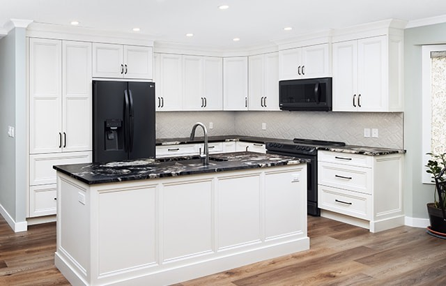 Bright-Open-Transitional-Kitchen-Featured